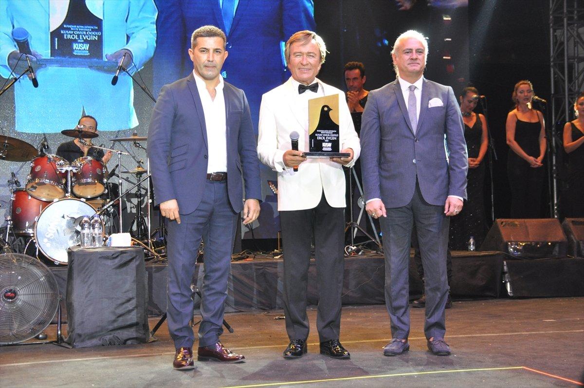 Kuşadası Festivali nde Deniz Özçelik e en iyi beste ödülü #7